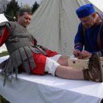 Der Medicus operiert einen Legionär.